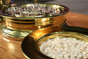 Communion-Trays-dreamstime_xxl_2364599
